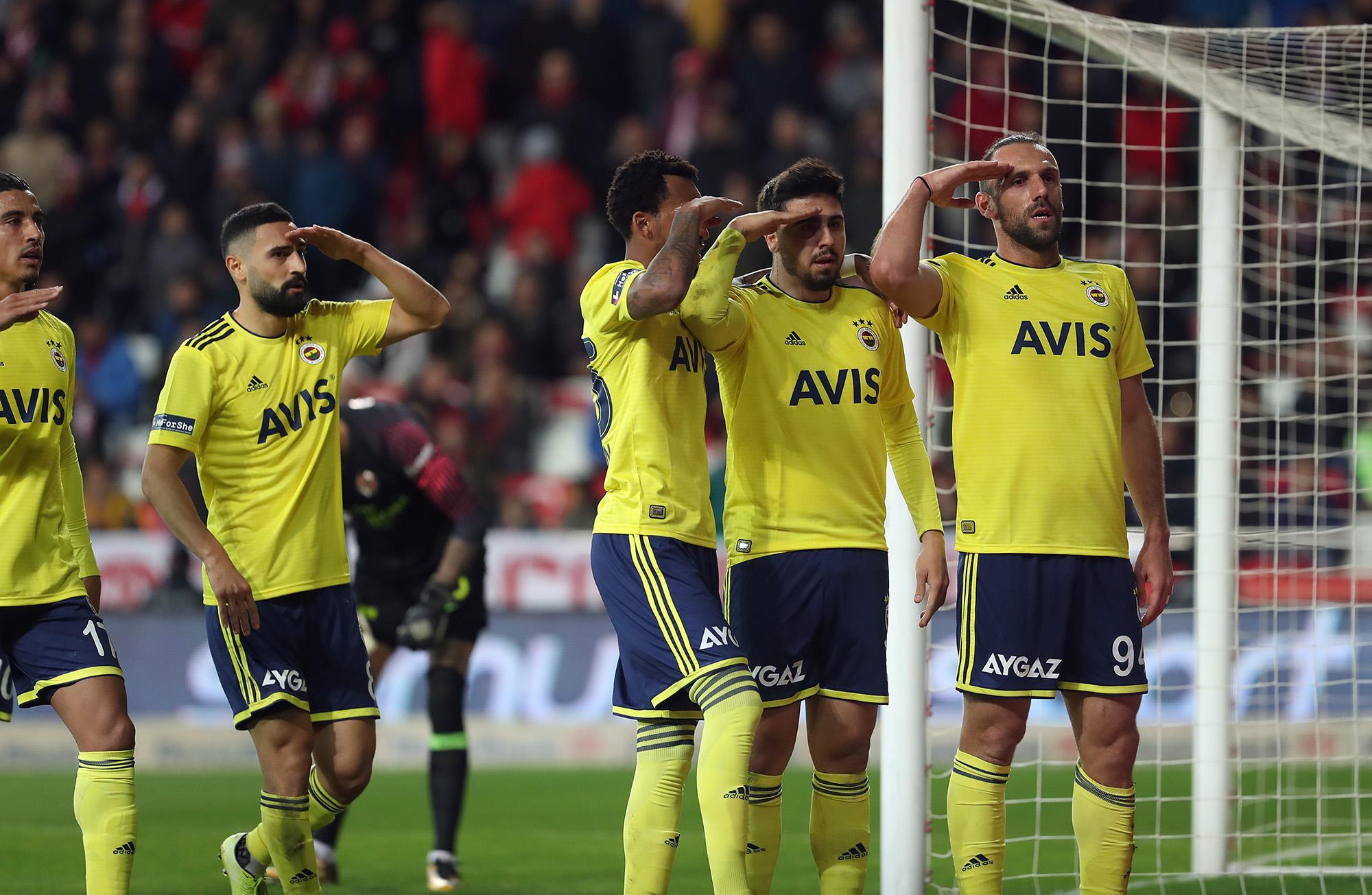 Fenerbahçe asker selamı